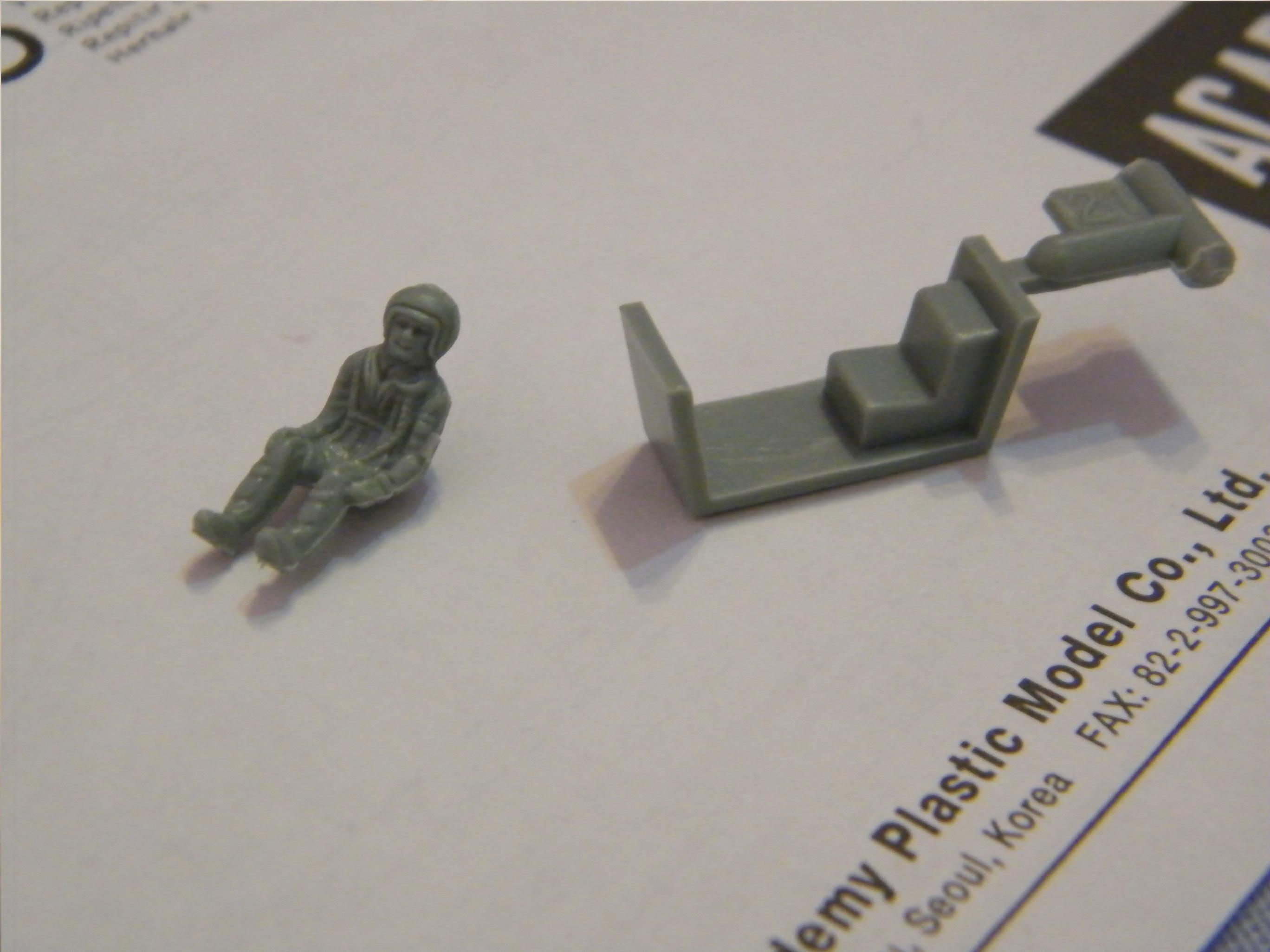 Las piezas del piloto y la cabina de la maqueta de Mig-21 de Hasegawa